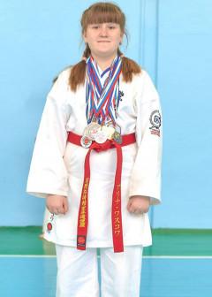 Победитель и призер региональных соревнований. Спортивный разряд по всестилевому каратэ - 3
