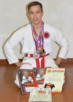 Коричневый пояс 3 кю, призёр и победитель городских и региональных турниров